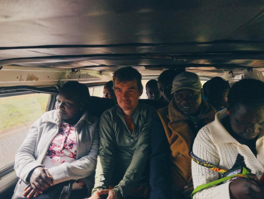 Матату - яркое средство передвижения в Кении